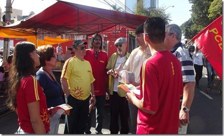 Castilho juntamente com a frente de esquerda  faz corpo a corpo nas feiras livres e conversa com os moradores do bairro de Santo Antônio e Helena Maria (12)