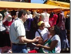 castilho no corpo a corpo noa feira do Jardim Santo Antônio (32)