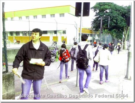 Panfletagem na faculdade Uniban Anhanguera com Castilho e márcia Tavares (5)