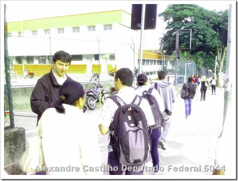 Panfletagem na faculdade Uniban Anhanguera com Castilho e márcia Tavares (6)