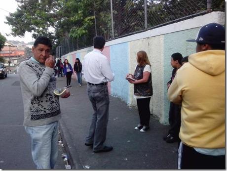 Panfletagem na escola Almeida Junior com a professora Zeiner (2)