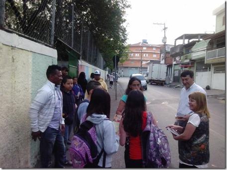 Panfletagem na escola Almeida Junior com a professora Zeiner (4)