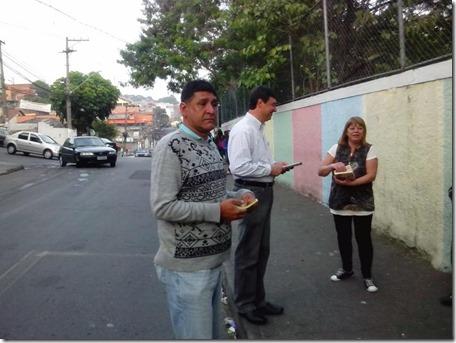 Panfletagem na escola Almeida Junior com a professora Zeiner (6)